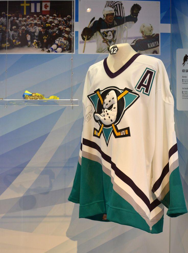Teemu Selänne (s.1970), yksi kaikkien aikojen parhaista jääkiekkoilijoista, pelasi Anaheimin paidassaan 5.3.1997 Ottawaa vastaan ja teki kaksi maalia Anaheimin voittoon 4-1. Teemu Selänne aloitti NHL-uransa Winnipeg Jetsin riveissä 1992 ja siirtyi Anaheimiin vuonna 1995, jossa pelasi vuoteen 2001 ja uudelleen vuodesta 2005. Suomen aikuisten maajoukkuetta Selänne edusti viisi kertaa MM-kisoissa ja kuusi kertaa talviolympialaisissa. Selänne päätti hienon uransa NHL:ssä kauden 2013-2014…
