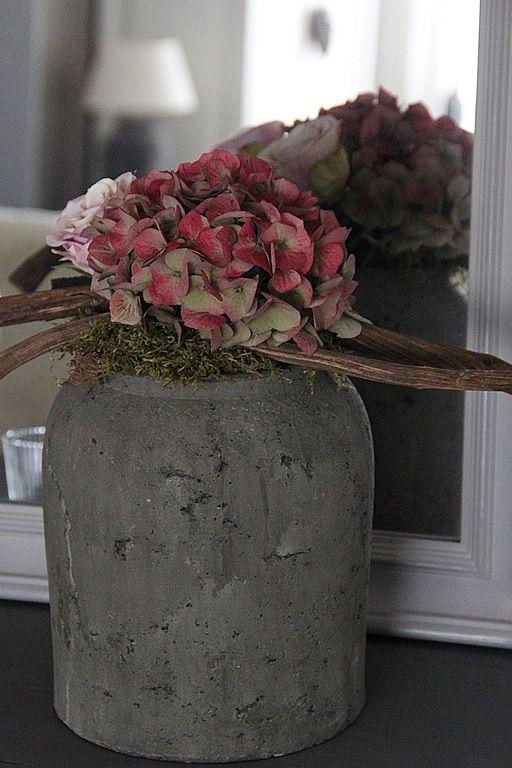 hortensia in grote pot.