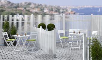 JABO Linnea vit Ett vitmålat staket i stilren utformning som skapar känslan av nygammalt. Rama in din trädgård med ett staket som aldrig går ur tiden. Staketet finns i tre olika utföranden. Träskyddsbehandlad gran, grundmålad 1 gång, toppstrykt 2 ggr, RAL 9010