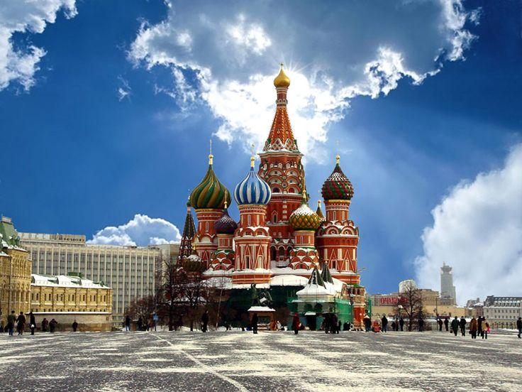 http://ow.ly/nraZY Una de las catedrales más famosas y bonitas del mundo, es impresionante caminar por aquella inmensa explanada. A diferencia de otras catedrales esta tiene muchas capillas en su interior con diferentes imágenes y arte