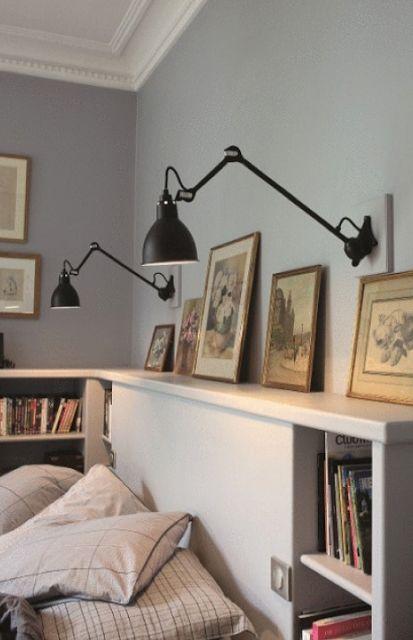 sovrum, lampe gras, svart lampa, grå vägg, vit sänggavel