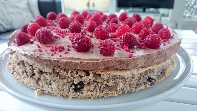 Saras madunivers: Nødde & chokoladebund med chokomousse og friske hi...