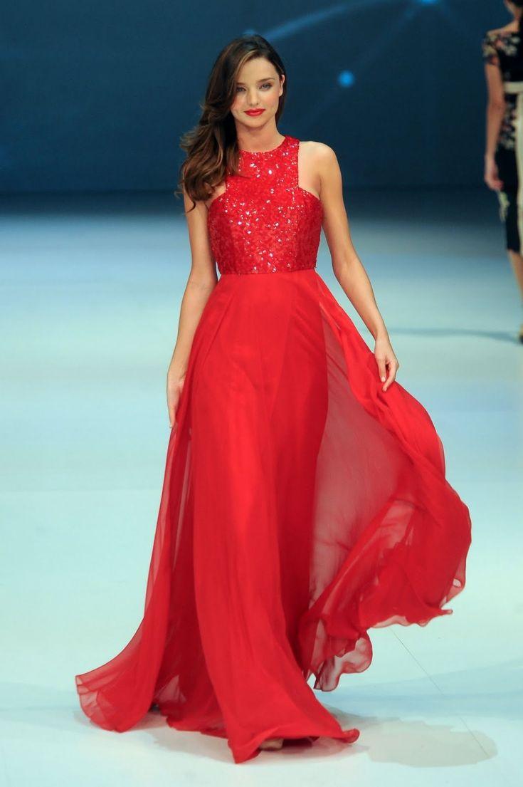 robe nouvel an longue en rouge et bustier à paillettes