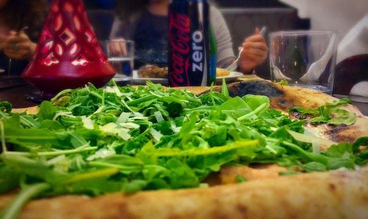 Pizza fior di latte,salmone e provola #delicious