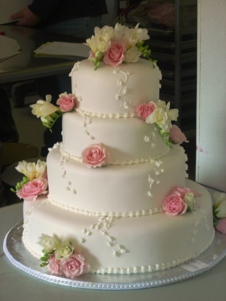 green and pink wedding cakes | Pinterest: Discover and save creative ideas