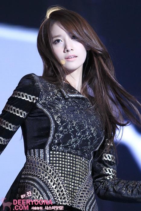 Woh Yoona punya kibasan rambut cetar badai membahana juga toh hho