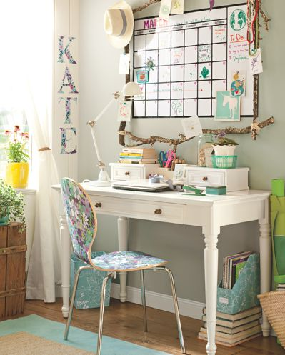 live large in a small college dorm room - Dorm Room Desk Ideas