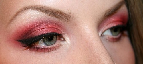 Red eyeshadow done right!