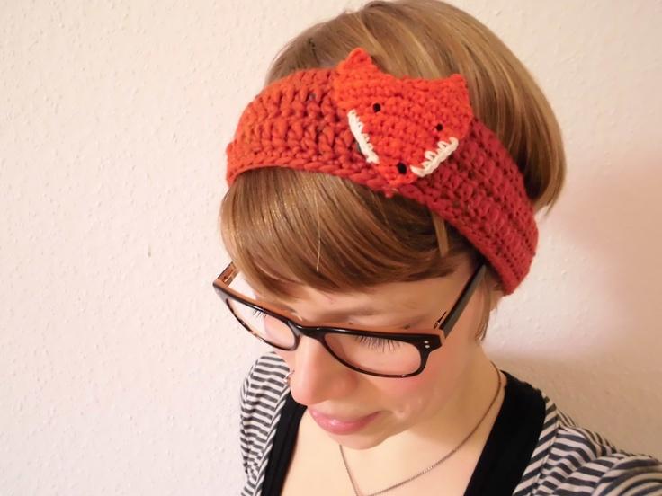 small crochet fox warms your ears  www.dawanda.com/shop/hansdampf