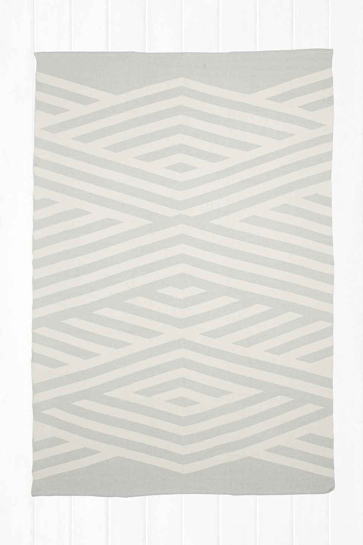 Tove 5x7 Rug in Grey - Urban Outfitters