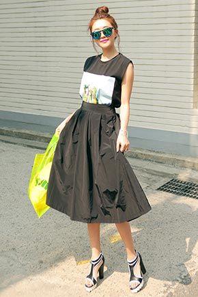 Today's Hot Pick :簡約褶皺過膝長裙 http://fashionstylep.com/SFSELFAA0014946/stylenandatw/out 時尚簡約褶皺長裙 親膚柔軟面料 穿著盡顯苗條身材 百搭時尚單品,怎麼配都很顯造型哦~ 共2種顏色,喜歡的姐妹們值得擁有哦~!