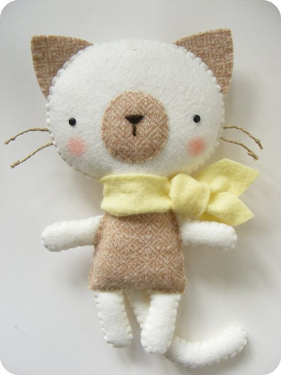 Felt Cat Pattern | PDF pattern Felt kitty with scarf. DIY cat softie by iManuFatti
