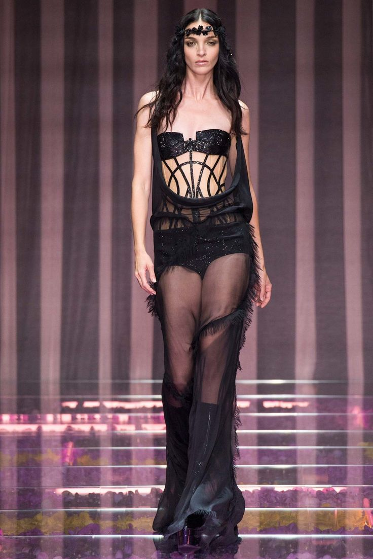 running clothing websites Atelier Versace Fall 2015 Couture Collection Photos   Vogue