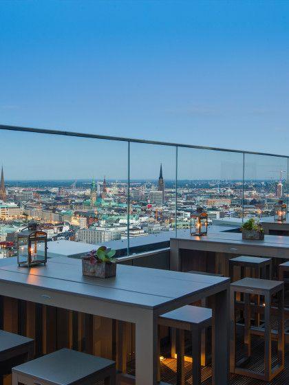 """Auf 118 Metern kannst du den atemberaubenden Panorama-Blick Hamburgs genießen. Im """"High End"""" gibt es exotische Cocktails und Fingerfood."""