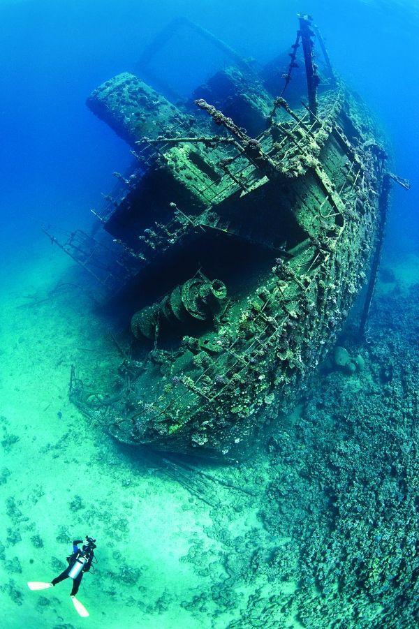 Underwater Wreck Photography Tips - by Alex Mustard