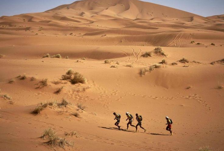 Marruecos, competidores en la 32a. edicion de la maraton de las Sables.