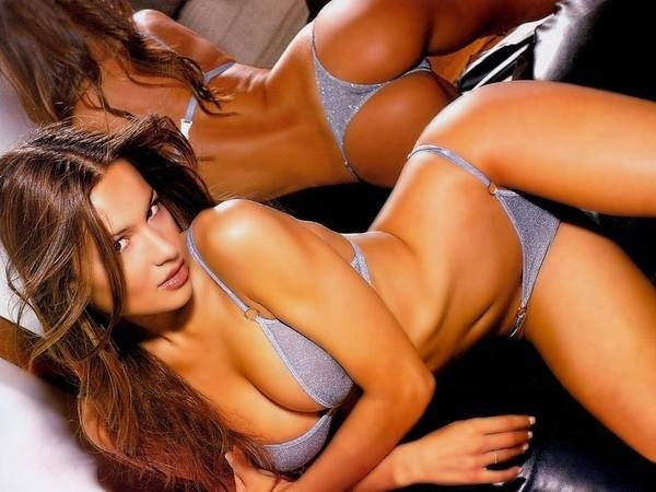 Hot Latina Girl #8! Mirror view is so revealing of the female body.. and sexy.