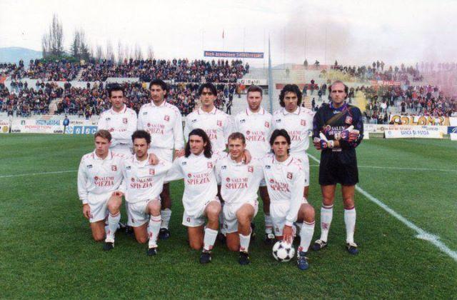 """Serie B 1996-97. A Pistoia. Striscione """"Colomba caccia le alii"""""""