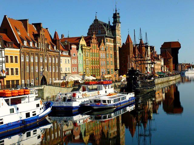 #Tanieloty krajowe! #Warszawa i #Gdańsk od 9 zł w jedną stronę!!! Info: https://www.facebook.com/centrumpodrozyonline/posts/942499235796770… #tanielatanie