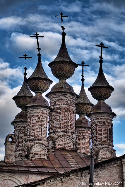 Convent of the Resurrection. Church of the Epiphany, Russia.  Whimsical and eerie at the same time...