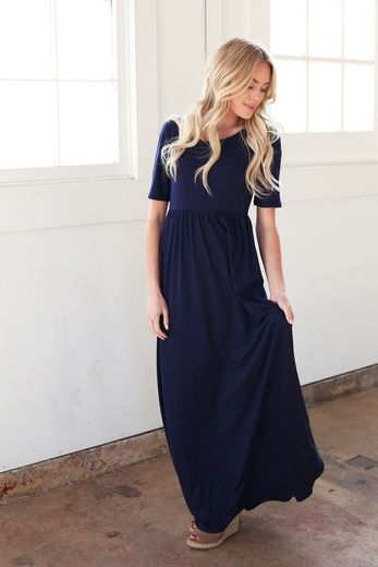 Made of a seriously soft fabric, the Miranda maxi dress with sleeves is now available in navy at Omika.
