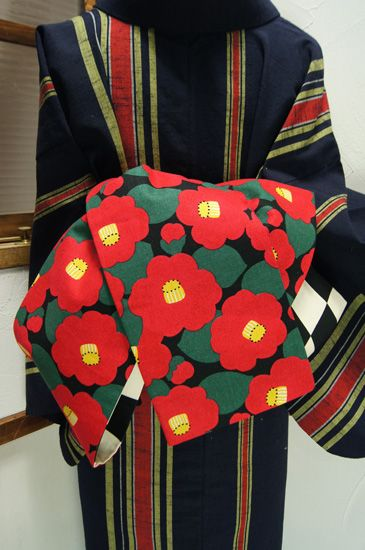 reversable Camellia flowered obi over a striped kimono...愛らしい大輪の椿と、白黒市松模様がリバーシブルになった半幅帯です。