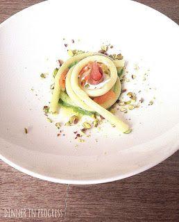 Menù foodies: primo –  Ferretti al salmone affumicato marinato, con pesto di pistacchi e burrata | Dinner in Progress
