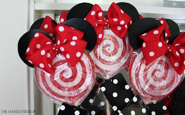 Minnie Mouse Lollipops ~ add ears and bows to Red & White Lollipops Could you take pool noodles and make big ones?