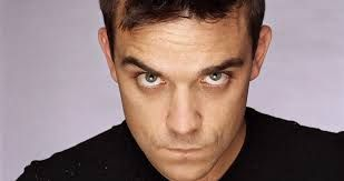 "Robbie Williams - Robert Peter ""Robbie"" Williams  (Stoke-on-Trent, 13 de febrero de 1974) es un cantante británico de pop rock. Empezó su carrera musical en el grupo Take That.​  Estatura: 1,85 m Cónyuge: Ayda Field (m. 2010) Películas: What We Did Last Summer, De-Lovely,"