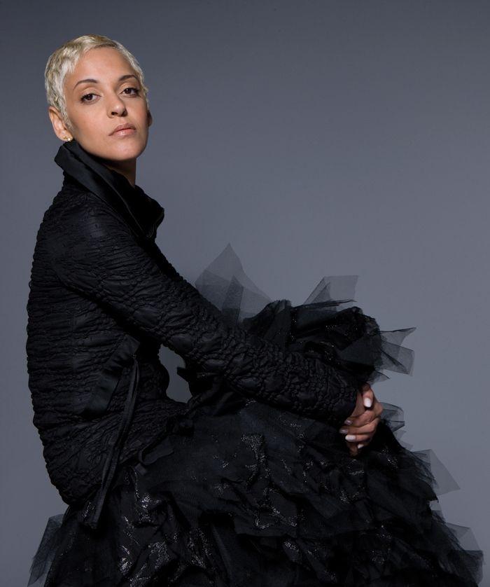 Mariza - great Fado singer/ Portuguese people rock!!!