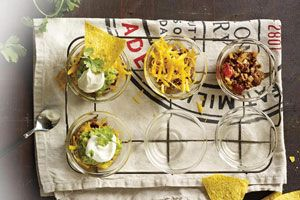 'Tis the season of endless dinner parties! And if you want to spice up your hors d'oeuvres this year, try these Chipotle Beef Cups
