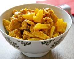 Poulet à l'ananas facile : http://www.cuisineaz.com/recettes/poulet-a-l-ananas-facile-46858.aspx