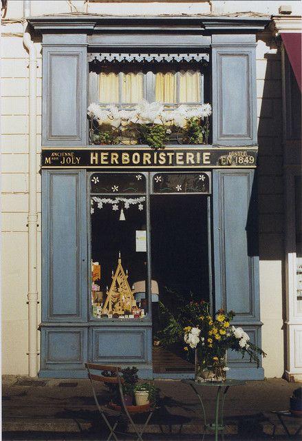 L'Herboristerie de Saint-Jean. La pharmacie la plus ancienne de la ville.  Vieux Lyon