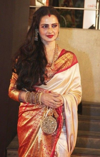 7 Bollywood Divas Who Carry Sari with Elegance - Eventznu.com - Fashion & Lifestyle, Beauty & Makeup, Entertainment & more..
