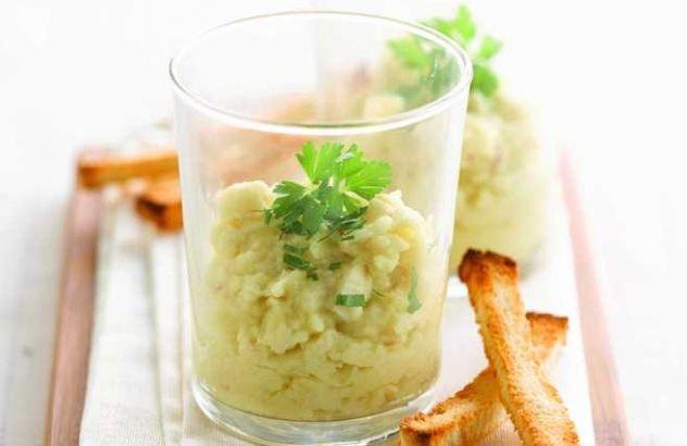 Aardappelbrandade met gerookte sprot en knapperige korstjes
