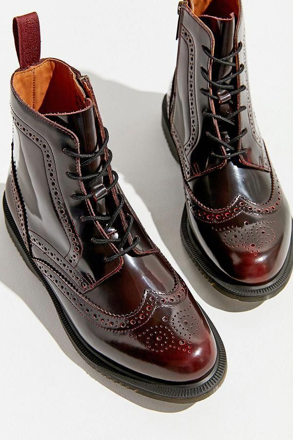 Dr. Martens Delphine 8 Eye Brogue Boot | Chaussures