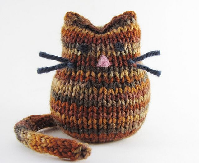 Cat Knitting Pattern -- Not a fan of knitted or crocheted toys as a rule, but this is adorable. THIS could be a desk ornament or, with a weight in the bottom, a paperweight. OR, filled with beans to make a bean bag.