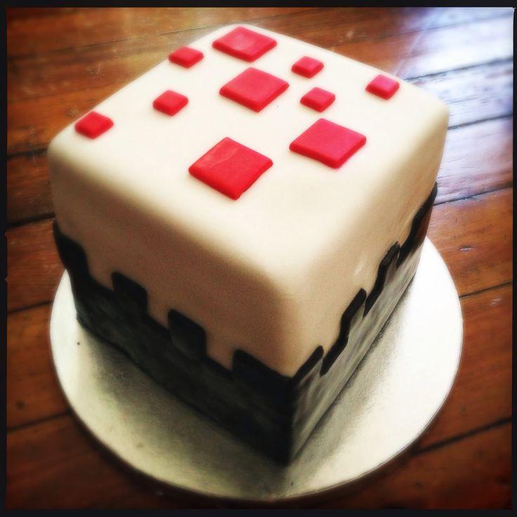 How-To-Make-A-Minecraft-Birthday-Cake-1120