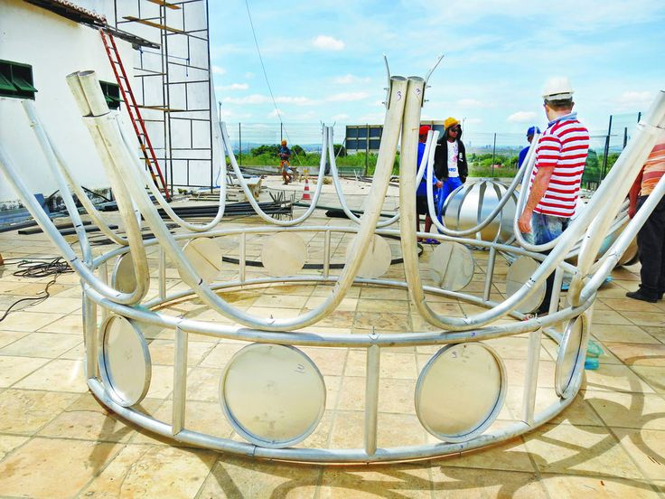 Estátua gigante está sendo concluída - Cariri Regional - Diário do Nordeste