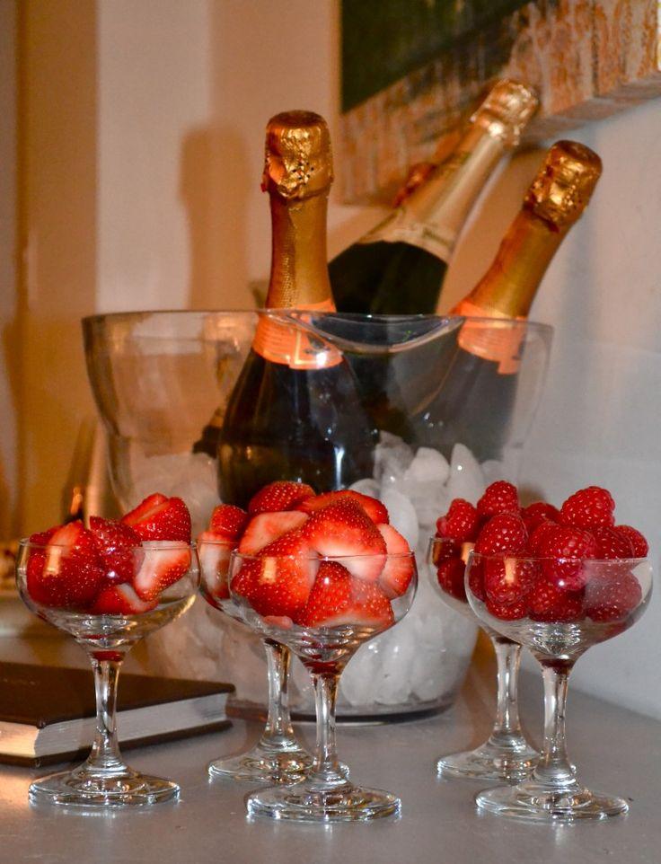 Открытка хочу шампанское