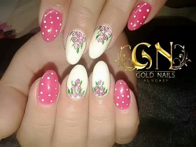 Felhasználónk képe..Gold Nails