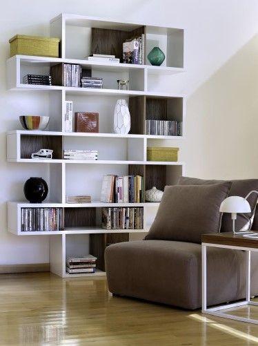 Ne vše, co dodržuje minimalistický a čistý design, může být pokládáno za moderní. Pro dosažení tohoto stavu by měl být design také funkční, nadčasový, trvanlivý a dobře kombinovatelný. A to vše v sobě TemaHome rozhodně má. Knihovna London je tak skvělým dominantním kouskem do obýváku nebo pracovny, kde poslouží nejen jako knihovna, ale také jako odkládací místo.  TemaHome je koncept několika designérů, které spojuje smysl pro detaily a vášeň dělat domovy funkčními i moderními zároveň…