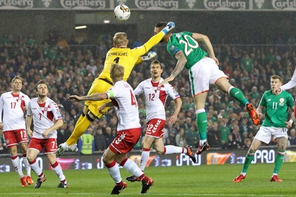 Republic of Ireland's defender Shane Duffy (2nd R) jumps to head the opening goal past Denmark's goalkeeper Kasper Schmeichel during the FIFA World Cup 2018 qualifying football match, second leg, between Republic of Ireland and Denmark at Aviva Stadium in Dublin on November 14, 2017. / AFP PHOTO / Paul FAITH