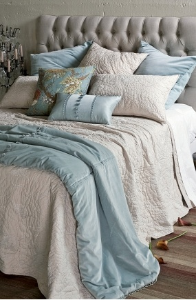 beautiful bed linen looks really romantic...
