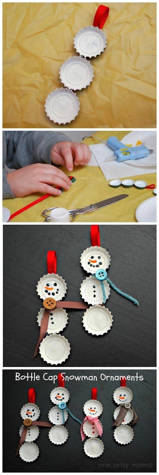 Muito bacana este artesanato de boneco de neve feito com tampinha de garrafas para encantar o seu natal! Visite nosso site que está intermediando sonhos no Natal! cartinhaaopapainoel.com.br Bottle Cap Snowman Ornaments