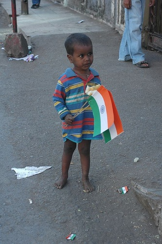 Nanha Munna rahi hoon, Desh ka sipahi hoon,  Bolo mere sang jai hind!