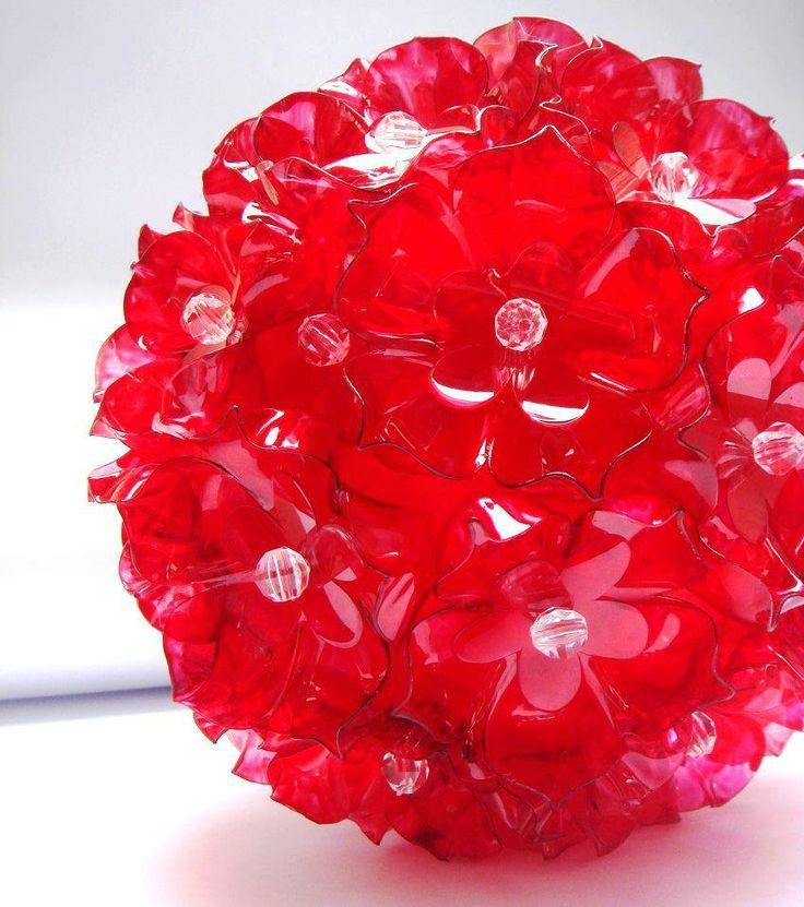 Decoraci n elaborada con botellas de pl stico rojas - Decoracion con reciclaje ...