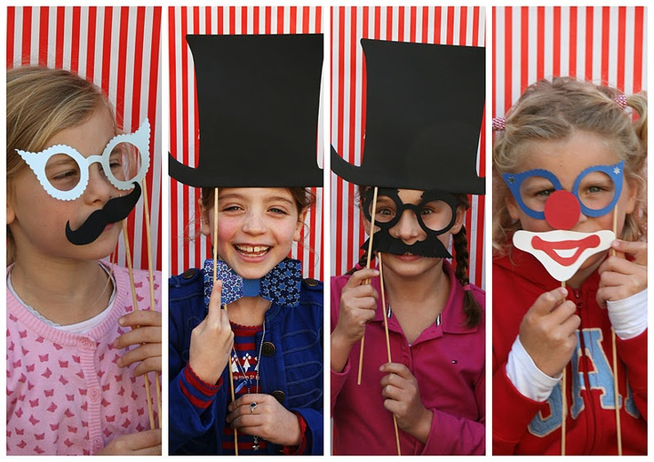 This circus photo booth would be so much fun for Cub Scout Pack Meeting!!  What a great idea.
