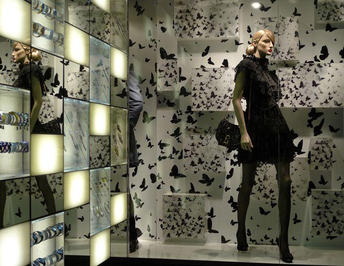 витрины магазинов фото: 32 тыс изображений найдено в Яндекс.Картинках