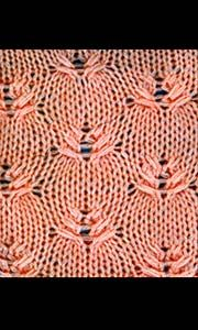 Knitted pattern with crossed stitches